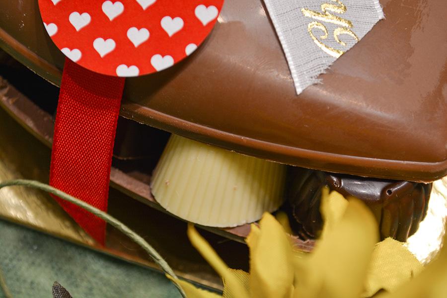 Moederdag gevuld hart detail - Pralines De Muyt